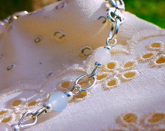 Beautiful bracelet Celestite and rose quartz, useful to stimulate communication and clairvoyance.