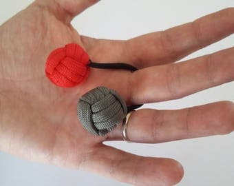 Which in Paracord 2 balls in red/gray tones