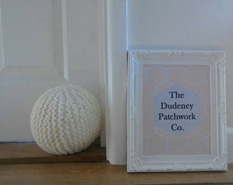 Knitted sphere ball doorstops