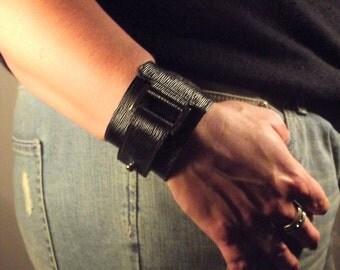 streaked leather, rectangular loop bracelet