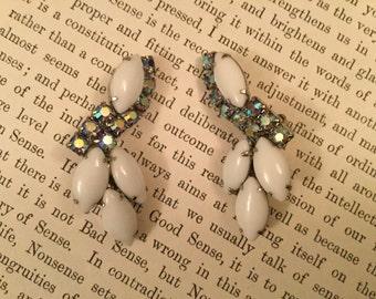 SALE! Beautiful vintage white milk glass and aurora borealis earrings (A123)
