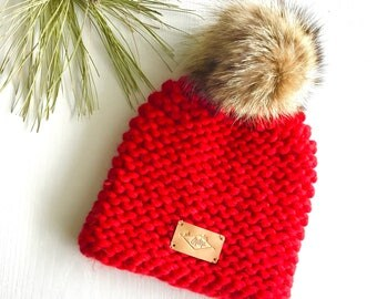 Hat / Pompom / red / wool and recycled fur / Peruvian wool / recycled fur