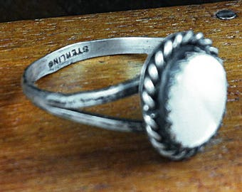 SALE - Sterling Silver Shell Ring - Size 8.25 - Vintage