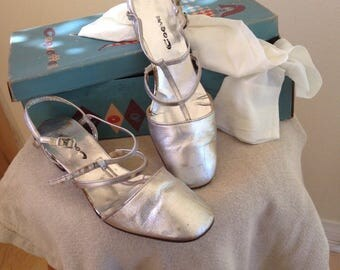 Vintage Shoes / Silver Coquettes