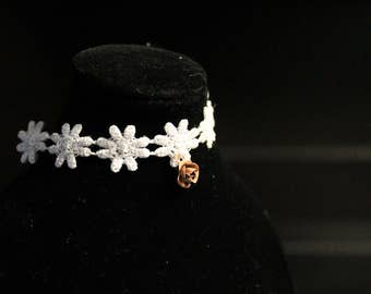 Ball Jointed Doll White Flower Lace Choker with Rose Charm