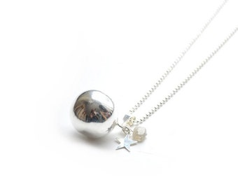 "Pregnancy's Bola - Harmony ball necklace full moon ""Madeleine"" gemstone silver plated labradorite"
