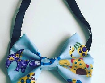 Bow tie in an adjustable strap