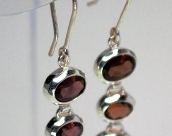 Loop garnets set Silver earrings