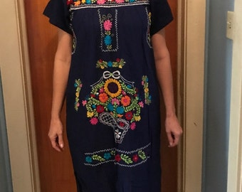 Mexican embroidered dress, beautiful bohemian style, ethnic, floral embroidery
