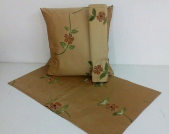 PILLOW WITH RUNNER