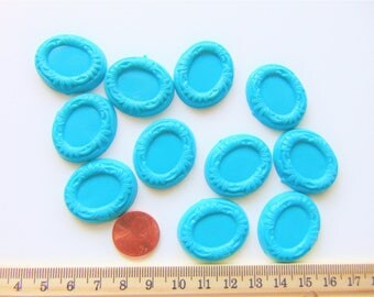 Blue oval plastic settings