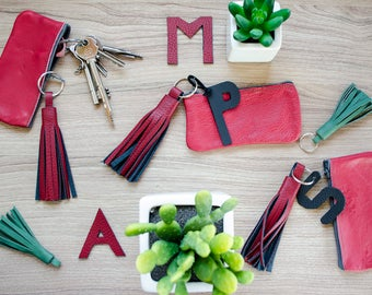 Red key pocket with leather tassel & letter personalizable / leather Keychain / key case / bankroll / coin purse