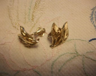 Vintage gold tone leaf shaped clip on earrings by Trifari