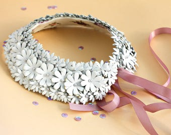 """White collar-choker, collar with flowers, leather collar, handmade collar, necklace with flowers collar with leather flowers """"Annet"""""""