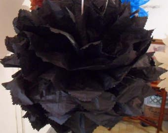 3 tassels in black tissue paper of 20/30 and 40 cm to 4.80 euros.