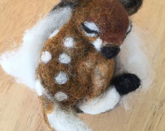 Needle Felted Baby Fawn Asleep in a Box; Newborn or Baby Shower gift; Nursery Decor; Forest Theme; Amimal Lover Birthday Gift