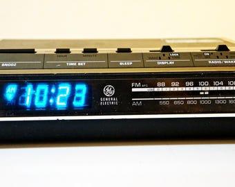 GE Vintage Alarm Clock Radio Model 7-4642F w/ Blue LED. Tested, Fully Works