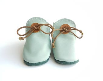 Baby moccasins Mint green.