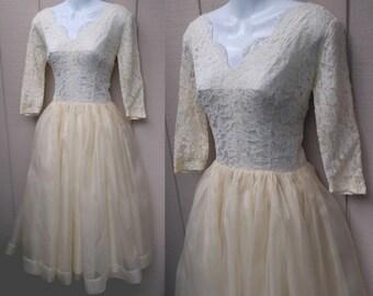 """Vintage 50s Ivory Organza Wedding Dress / w/ Crinoline underlayer / 1950s frock - bridal gown // 28"""" Waist ~ sz Med"""