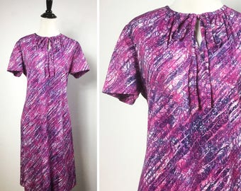 Purple Pink Dress w Bow Neckline, Short Sleeves, Knee Length, A-Line - Vintage 70s XL Dress - Abstract Spattered Print - Eggplant & Magenta