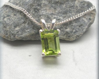 Emerald Cut Peridot Necklace, Natural Peridot, 925 Sterling Silver, Gemstone Pendant, Green Jewelry, August Birthstone, Birthday Gift SN986