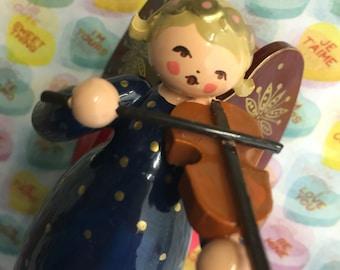 Vintage Erzgebirge Angel Figurine .. Pristine!!.. Fabulous Mint Condition!!