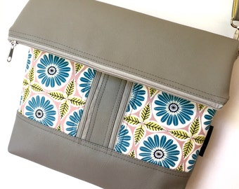Cross body zipper vegan bag in light grey with daisy fabric pockets on the front