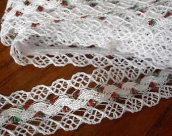 VINTAGE Yardage White Lace with Red & Green accent Sewing APPLIQUE Trims