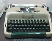 Vintage Voss Deluxe Portable Manual Typewriter with Plaid Case and Key
