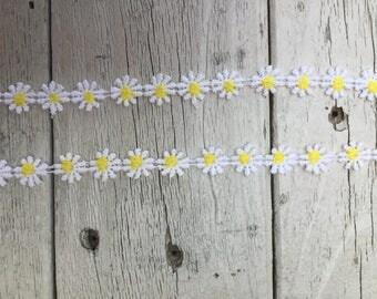 Daisy Trim WHITE AND YELLOW 1/2 inch-2 yards