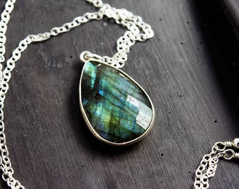 Labradorite Pendant Necklace, Labradorite Jewelry, Blue Gemstone Necklace