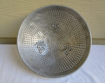 Vintage Aluminum Colander, Strainer,  farmhouse decor, industrial bowl, footed colander, star pattern, two handles