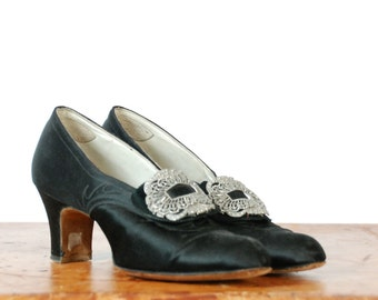 Vintage 1930s Shoes - Gorgeus Witchy Glossy Black Silk Top Stitched Leather Pumps with Buckles Size 5