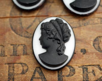 Vintage Glass Cabochon Cameo Cabochon Black and White Cameo Matte Cameo 34x26mm (1)