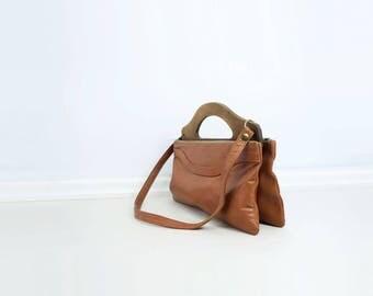 70s Wood Handle Bag 70s Tan Boho Bag 1970s Shoulder Bag Wood Top Handle Bag 70s Tan Brown Bag Faux Leather Bag 70s Tan Vegan Bag