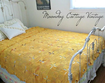 ANTiQuE HaND CRoTCHeT BeDSPReaD - EXCeLLeNT CoNDiTioN! - MaDe IN THe USA