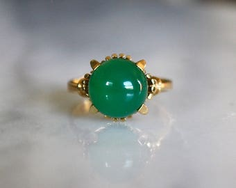 MIDCENTURY CHRYSOPRASE 14k gold chalcedony green solitaire statement cocktail vintage ring size 6.5