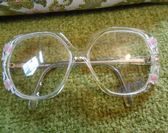 Vintage Eyeglasses, VINTAGE REVUE Eyeglasses Mod, clear with flower inserts