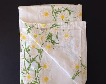 "Vintage Vera Daisy Twin Flat Sheet 66"" x 104"""