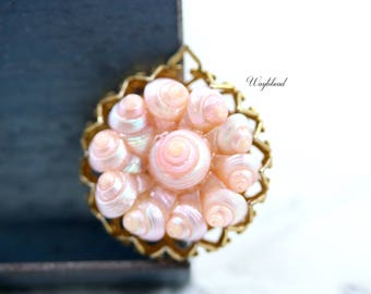 RARE Vintage Hand Dyed Seashell Cabochon Ornate Raw Brass Crown Setting Made in Italy Iridescent Light Pink - 1