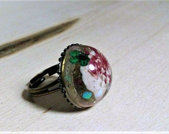 Sale! Price will be going up soon! Seashell and pressed flower ring