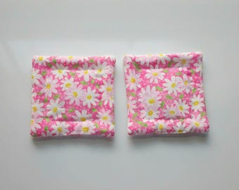 pink daisies hand quilted set of 2 refrigerator magnets
