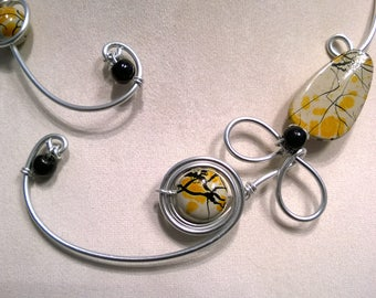 Open collar necklace, Wire necklace, Wire jewelry, Yellow  necklace, Yellow jewelry, flower necklace, Contemporary necklace