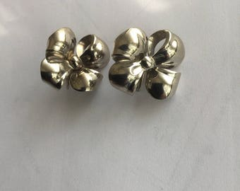 Vintage Lisner Silver Tone Dimensional Flower Earrings