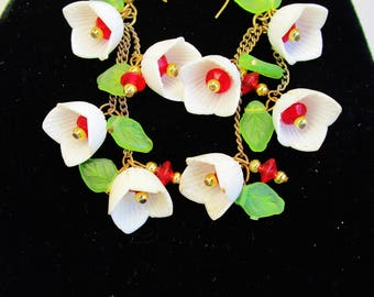 Vintage Lucite Flower White Tulips Red Center & Translucent Green Leaves 1950's Chandelier Earrings Retro Bride Wedding Statement