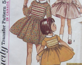 Simplicity 6147/Vintage Sewing Pattern/Girls Size 4 Dress/Optional Smocked Front/Transfer Included/1965