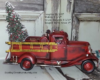 Large Metal Old Fashioned Red Fire Truck Christmas Decor / Fire Truck Centerpiece / Fire Truck Decoration Bottle Brush Tree