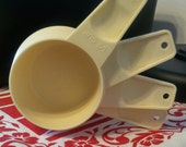 Free Shipping, Tupperware Nesting Measuring Cups, Light Tan, Set of Four, Baking Supplies, Kitchen Accessories