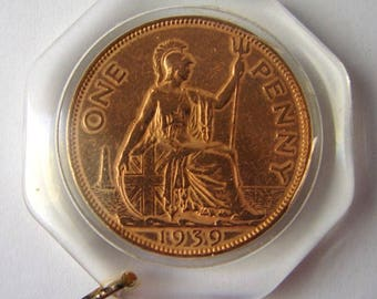 1 PENNY 1939 CASE PENDANT George 6th British Bronze Penny in Octagonal Pendant frame Capsule Holder
