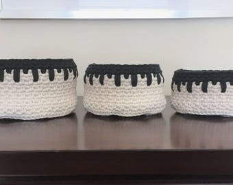 Nesting Crochet Bowls Cream and Black, Set of 3